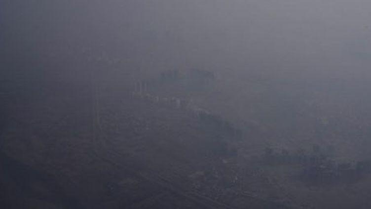 Photo aérienne de Delhi prisele 8 mai 2014. La ville possèdela plus forte concentration moyenne annuelle au monde de particules fines en suspension. (AFP PHOTO / ROBERTO SCHMIDT)