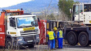 Quatorze étudiants Erasmus sont morts dans un accident d'autocar survenu près de Freginals, entre Valence et Barcelone, dimanche 20 mars 2016. (PAU BARRENA / AFP)