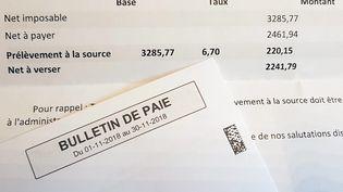 Un bulletin de salaire avec une ligne dédié au prélèvement à la source. (1 / MAXPPP)