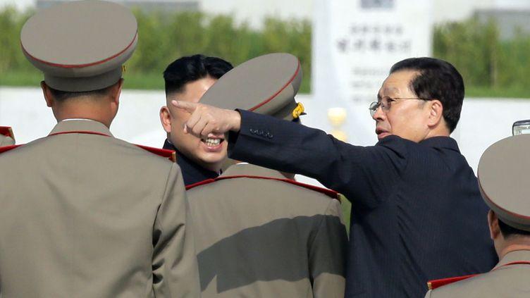 Jang Song-taek (à droite), l'oncle du numéro un nord-coréen Kim Jong-un, a été exécuté le 12 décembre 2013 à Pyongyang (Corée du Nord). (JASON LEE / REUTERS)