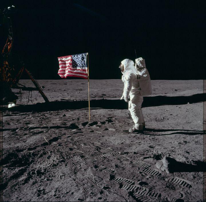 Un astronaute de la mission Apollo 11 sur la Lune, le 20 juillet 1969. (NASA / FLICKR.COM)