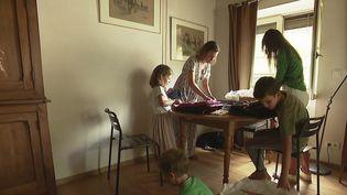 Rentrée des classes : les familles s'organisent à la veille du jour J. (FRANCE 3)