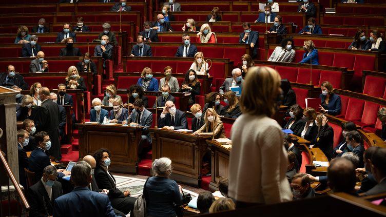 Les députés siègent à l'Assemblée nationale (Paris), le 6 octobre 2020. (AMAURY CORNU / HANS LUCAS / AFP)