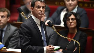 Le Premier ministre Manuel Valls s'adresse aux députés lors de la séance de questions au gouvernement, mardi 10 mai 2016. (ERIC FEFERBERG / AFP)