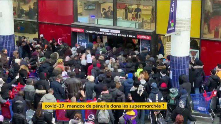 Cohue devant un magasin (FRANCEINFO)