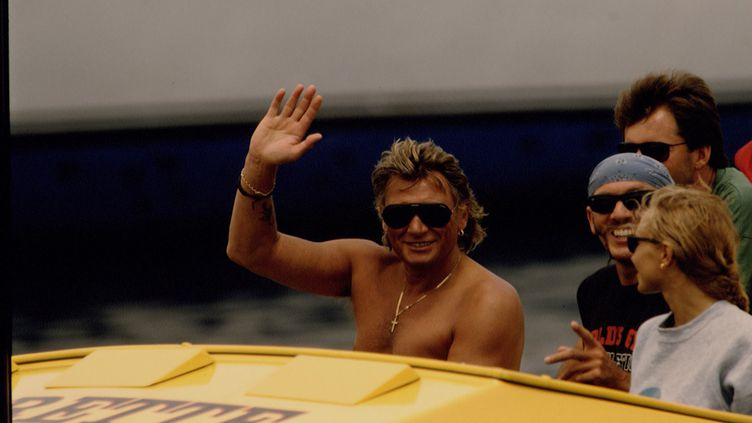 Johnny Hallyday à Saint-Tropez, en 1992. (JAMES ANDANSON / SYGMA / GETTY IMAGES)