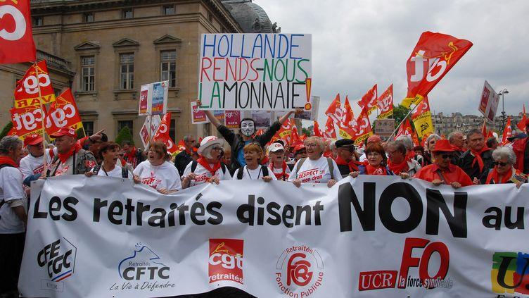 Des retraités manifestent contre la politique du gouvernement, le 3 mars 2014 à Paris. (CITIZENSIDE / PATRICE PIERROT / AFP)