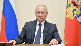 Le président russe Vladimir Poutine prononce une allocution télévisée depuis Moscou, le 2 avril 2020. (ALEXEI DRUZHININ / AFP)