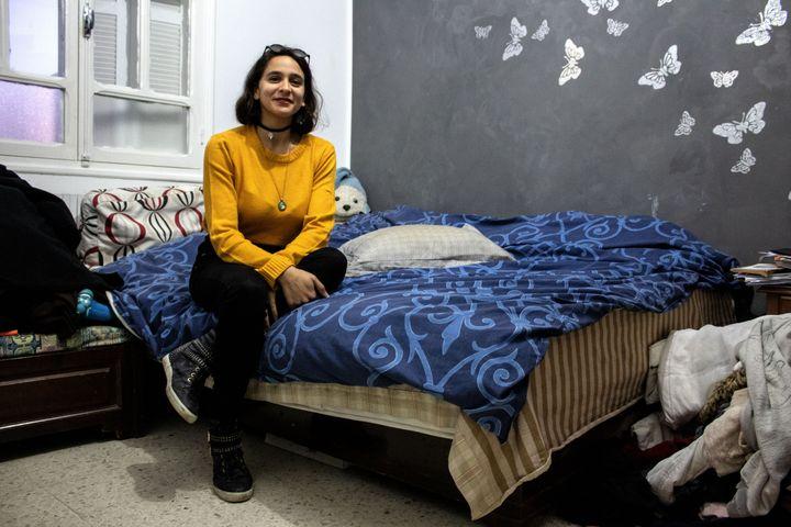 Eya Azouz dans sa chambre, à Oued Ellil en Tunisie, le 11 février 2021. (ELISE LAMBERT/FRANCEINFO)