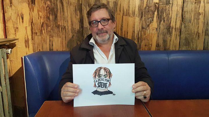 """Le dessinateur de presse Eric Chalmel, dit """"Frap"""", fait partie d'un collectif informel mobilisé pour obtenir la vérité dans l'""""affaire Steve"""". (FABIEN MAGNENOU / FRANCEINFO)"""