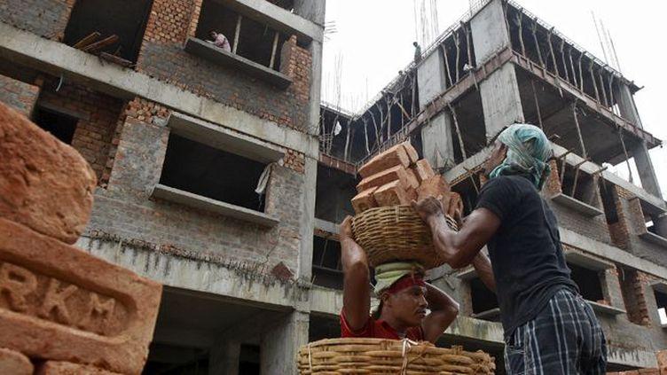 Dans le groupe des BRICS (Brésil, Russie, Inde, Chine et Afrique du Sud), l'Inde est le seul à ne pas connaître la crise, comme ici à Calcutta en août 2015 avec la construction d'un complexe résidentiel. (REUTERS / Rupak De Chowdhuri)