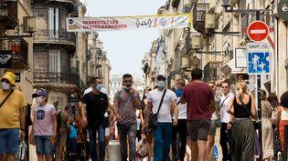 A Bordeaux, le port du masque est obligatoire dans les rues commerçantesdepuis le 15 août 2020. (LAURENT PERPIGNA IBAN / HANS LUCAS / AFP)