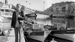 Georges Brassens au bord du canal à Sète. (BANQUE D'IMAGES MEDITERRANEENNE / MAXPPP)