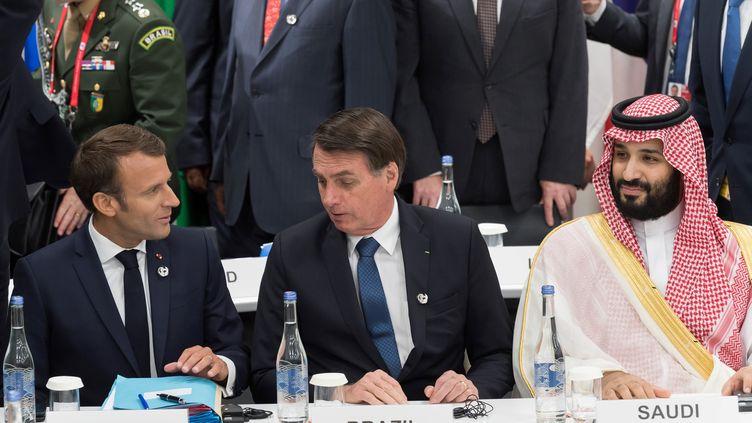 Emmanuel Macron à côté de Jair Bolsonaro lors du sommet du G20 à Osaka au Japon, le 28 juin 2019. (JACQUES WITT / POOL)