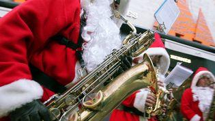 Des pères Noël très jazz à Avignon  (Patrick Roux / PhotoPQR / Le Dauphiné Libéré)