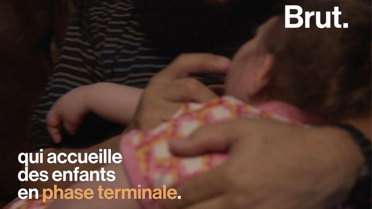 VIDEO. Aux États-Unis, il adopte des enfants en phase terminale (BRUT)