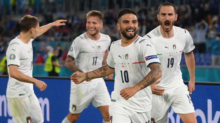 Lorenzo Insigne et les Italiens célèbrent le 3e but de l'Italie face à la Turquie, le 11 juin au stade olympique de Rome (MIKE HEWITT / POOL)