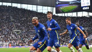 La joie de Thiago Silva (Chelsea), buteur sur la pelouse du Tottenham Hotspur Stadium de Londres, en Premier League le 19 septembre 2021. (JUSTIN TALLIS / AFP)