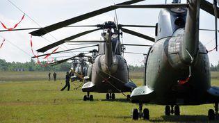 Des opérations militaires sont menées à l'aérodrome de Lalbenque (Lot) avant une mission au Mali, le 22 mai 2014. (  MAXPPP)