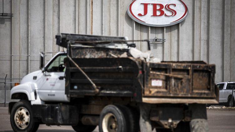 Une usine de traitement du groupe JBS dans le Colorado (Etats-Unis), le 1er juin 2021. (CHET STRANGE / GETTY IMAGES NORTH AMERICA / AFP)