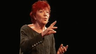 Anne Sylvestre sur la scène du Hall de la Chanson en octobre 2017  (France 3 Culturebox copie d'écran)
