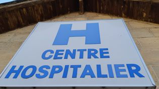 Enseigne du centre hospitalier de Brive-la-Gaillarde (Corrèze), juillet 2019. Photo d'illustration. (NICOLAS BLANZAT / FRANCE-BLEU LIMOUSIN / RADIO FRANCE)