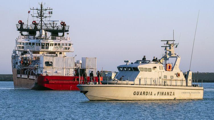 Le bateau humanitaire Ocean Viking arrivant en Sicile, le 6 juillet 2020. (GIOVANNI ISOLINO / AFP)