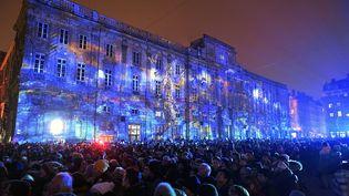Une foule de spectateurs assite à la Fête des lumières, à Lyon (Rhône), le 5 décembre 2019. (MAXPPP)