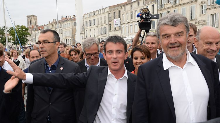 Manuel Valls arrive à La Rochelle à l'UIniversité d'été du PS, samedi 30 août (JEAN-PIERRE MULLER / AFP)