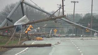 Des tornades impressionnantes ont tué huit personnes aux États-Unis et causé de très gros dégâts. Le phénomène risque de frapper dans les prochaines heures, 100 millions d'habitants sont menacés. (CAPTURE ECRAN FRANCE 2)
