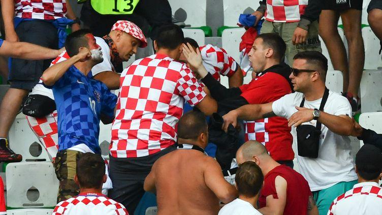 Des supporteurs de la Croatie (UWE ANSPACH / DPA)