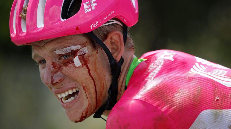 Lawson Craddock après sa chute lors de la première étape du Tour de France, le 7 juillet 2018. (MAXPPP)