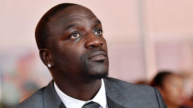 Akon au sommet sur l'énergie à Abidjan le 30 juin 2015 (SIA KAMBOU / AFP)