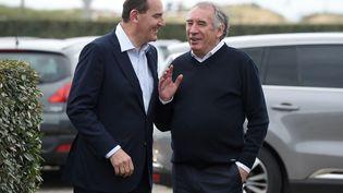 Le Premier ministre Jean Castex et le président du MoDem François Bayrou àl'université de rentrée du MoDem à Guidel (Morbihan) dimanche 26 septembre 2021. (SEBASTIEN SALOM-GOMIS / AFP)