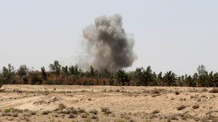 Une frappe aérienne près de la ville de Falloujah, en Irak, le 9 juillet 2015. (AHMAD AL-RUBAYE / AFP)
