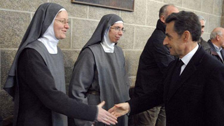 Nicolas Sarkozy visite la cathédrale du Puy-en-Velay, le jeudi 3 mars 2011. (AFP/Philippe Wojazer)