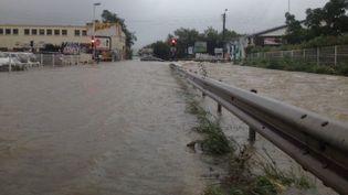 Une rue de Montpellier (Hérault) sous les eaux, le 23 août 2015. (S. NAVAS / FRANCE 3 LANGUEDOC-ROUSSILLON)