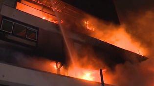 Dans la nuit du samedi 6 avril, un incendie a en grande partie endommagé un immeuble du 19e arrondissement de Paris. Aucun blessé n'est à déplorer. (FRANCE 3)