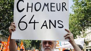 """A la manifestation parisienne contre la réforme des retraites, cette pancarte: """"chômeur à 64 ans"""" (AFP/JOEL SAGET)"""