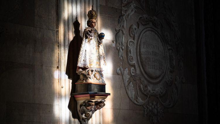 Une statue dans l'église deRabastens (Occitanie), le 12 février 2021. (ADRIEN NOWAK / HANS LUCAS / AFP)
