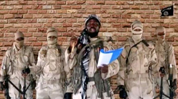 Image d'une vidéo non-datée sur laquelle apparaît Aboubakar Shakau, chef de Boko Haram. Le groupe terroriste a revendiqué l'attaque, le 11 décembre 2020, contre le lycée de Kankara au Nigeria. (Reuters)