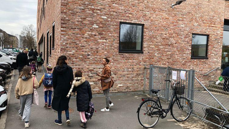 Les Danois de moins de 11 ans sont les premiers élèves européens à retourner en classe, mercredi 15 avril, après les mesures de confinement. (LUDOVIC PIEDTENU / RADIO FRANCE)