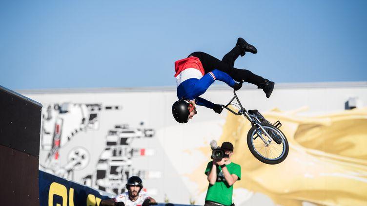 Anthony Jeanjean en action durant la finale des championnats d'Europe de BMX Freestyle 2019 à Cadenazzo, en Suisse. (SAMUEL GOLAY / KEYSTONE)