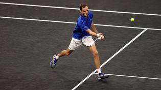Daniil Medvedev lors de la deuxième journée de la Laver Cup, le 25 septembre 2021, à Boston. (CLIVE BRUNSKILL / AFP)