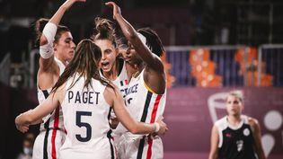 L'équipe de France de basket 3x3 affrontera le Japon en quarts de finale des Jeux olympiques de Tokyo, le 27 juillet 2021. (BALLET PAULINE / KMSP / AFP)