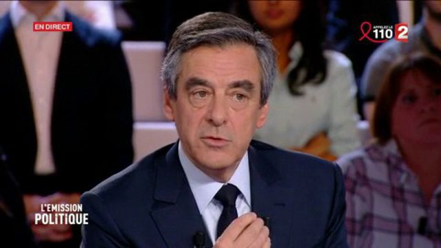"""Fillon """"met en cause"""" Hollande dans les affaires le concernant et soupçonne """"un scandale d'Etat"""""""