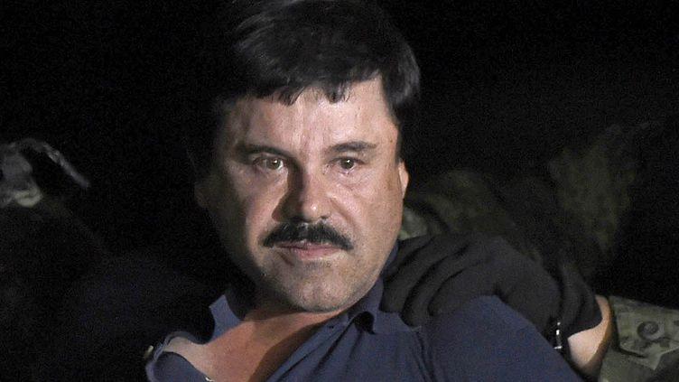 "Le narcotrafiquant Joaquin ""El Chapo"" Guzman, le 8 janvier 2016 après son arrestation. (ALFREDO ESTRELLA / AFP)"