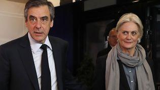 François et Penelope Fillon avant le débat pour la présidentielle organisée par TF1, à Aubervilliers (Seine-Saint-Denis), le 20 mars 2017. (AFP)