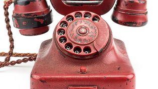 Le téléphone d'Adolf Hitler, qui a été retrouvé dans son bunker a été vendu aux enchères, dimanche 19 février 2017, pour 243 000 dollars, par la maisonAlexander Historical Auctions. (ALEXANDER HISTORICAL AUCTIONS / AFP)