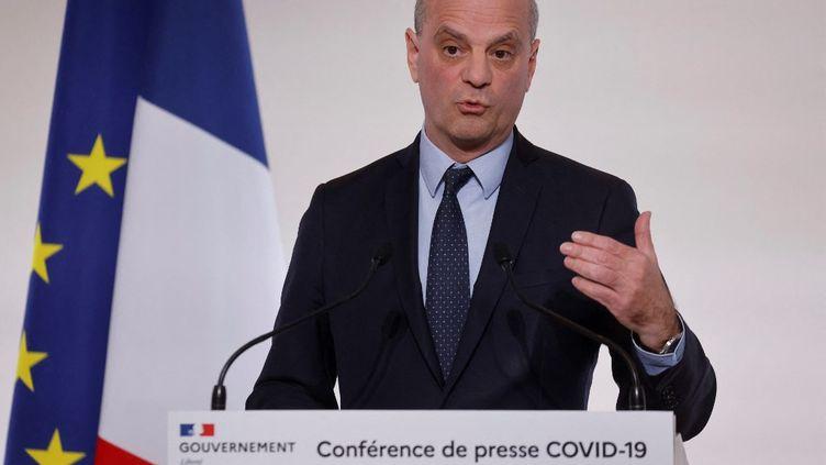 Le ministre de l'Education, Jean-Michel Blanquer, le 22 avril 2021, à Paris, au cours d'une conférence de presse sur le Covid-19. (LUDOVIC MARIN / AFP)